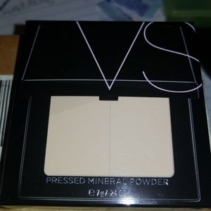 Victoria Secret Pressed Mineral Powder NEW Light